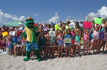 lmc-fletch-at-sea-turtle-release